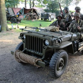 American WW2 - Jeep with paratroopers