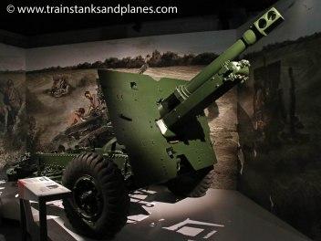 British 25pdr howitzer