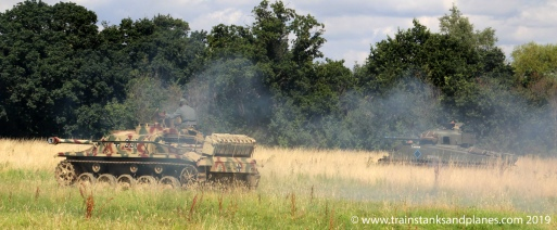 2016 Show - British Sherman tank Vs German StuG III (replica)