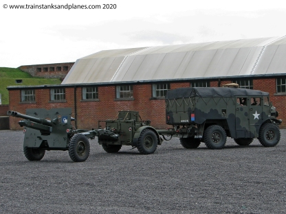 Morris Commercial Mk III No 5 Tractor 4x4 field artillery tractor with 25 Pdr - British