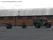 Morris Commercial Mk III No 5 Tractor 4x4 field artillery tractor with 25 Pdr- British
